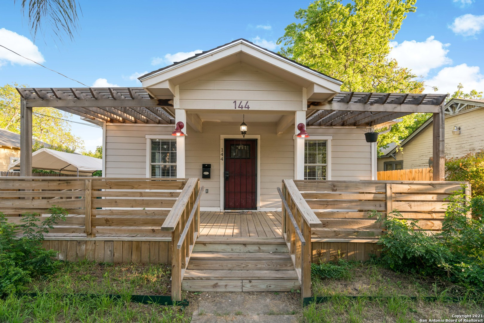 This wonderful, completely remodeled is close to all of downtown San Antonio's great amenities, and