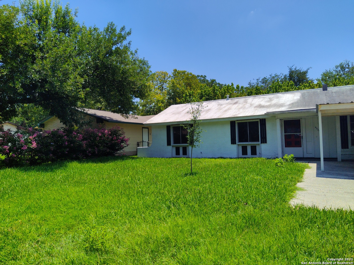 Brand new wood vinyl and paint inside. A desirable neighborhood located centrally close to shopping,