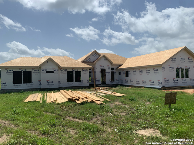108 Settlement Dr, La Vernia, TX 78121