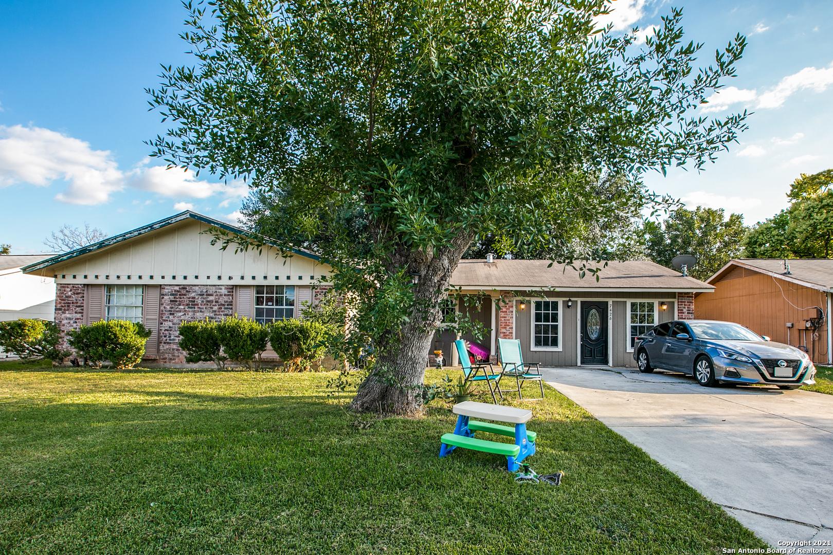 7426 Stonehouse Dr, San Antonio, TX 78227