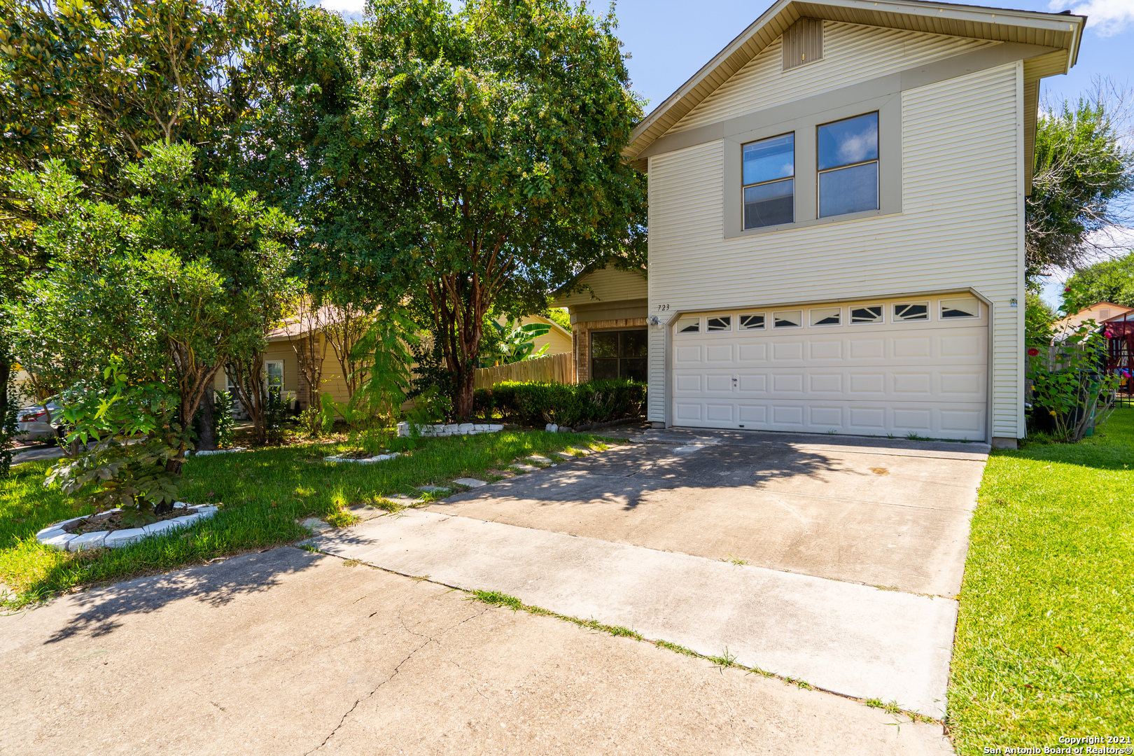 723 CYPRESSGREEN DR, San Antonio, TX 78245