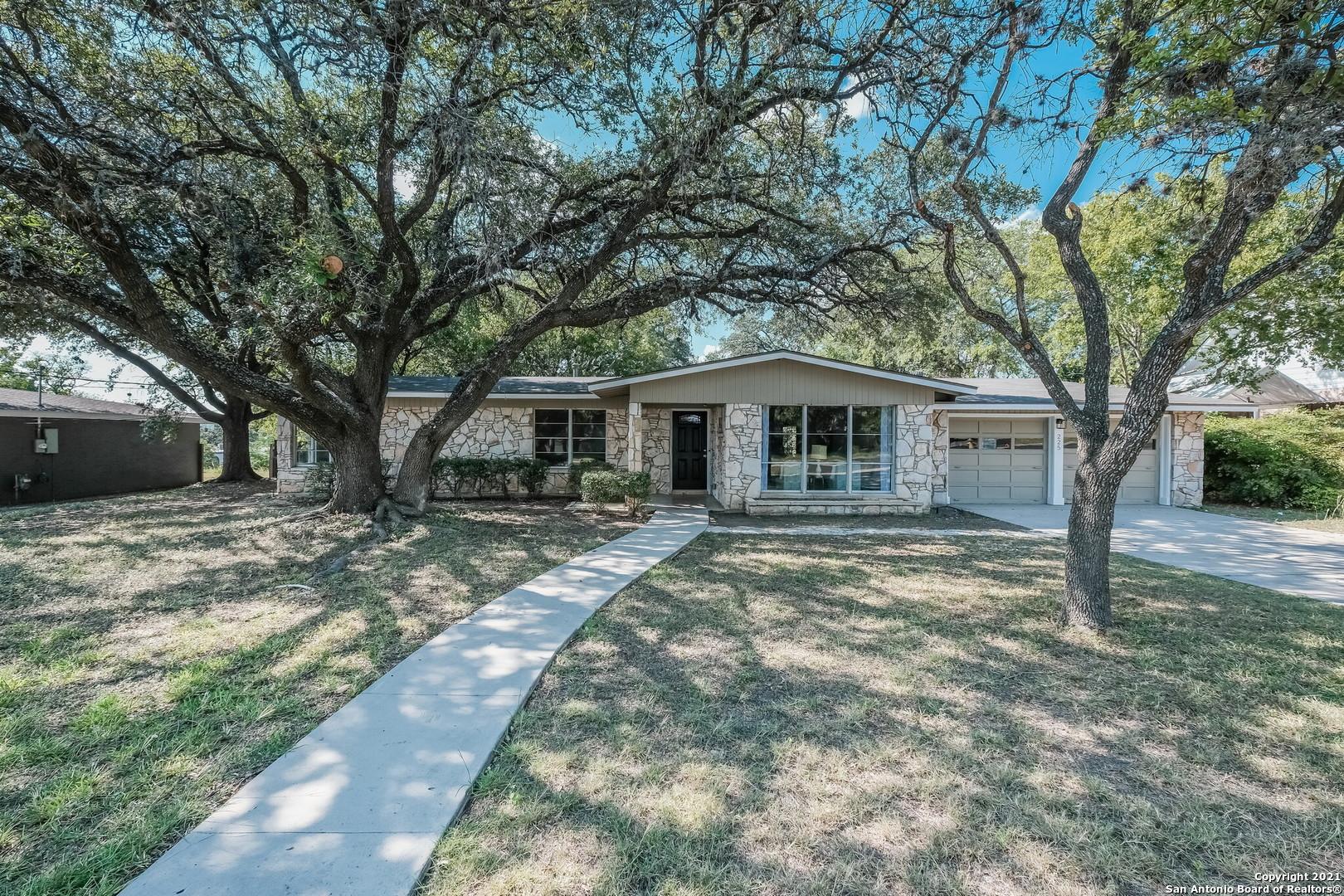 225 Herweck Dr, San Antonio, TX 78213