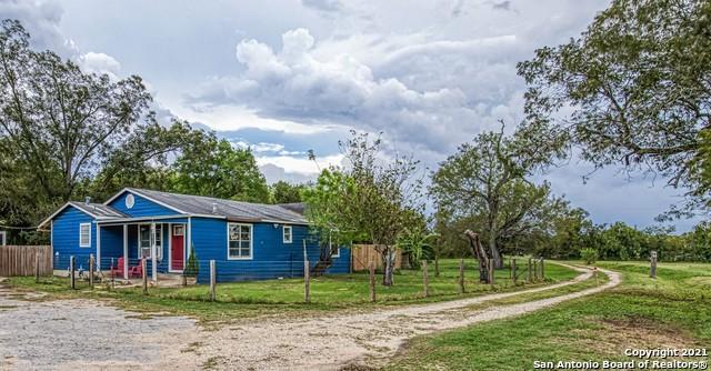 10695 KIRKWOOD RD, Atascosa, TX 78002