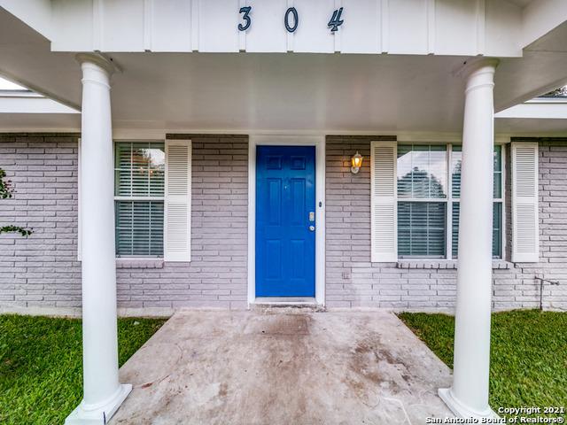 304 N Archer St, Beeville, TX 78102